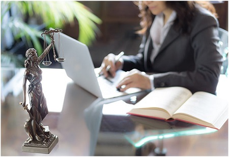 To Become a Fully Qualified Lawyer Via Distance Learning in Law?